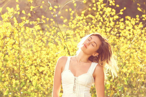 "la-version-""light""-de-miley-cyrus-en-su-nuevo-videoclip-""malibu"""