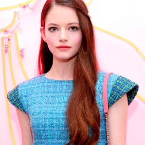 mackenzie-foy-en-the-chanel-beauty-house